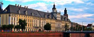 Gmach główny Uniwersytetu Wrocławskiego - By katie_pl, CC BY-SA
