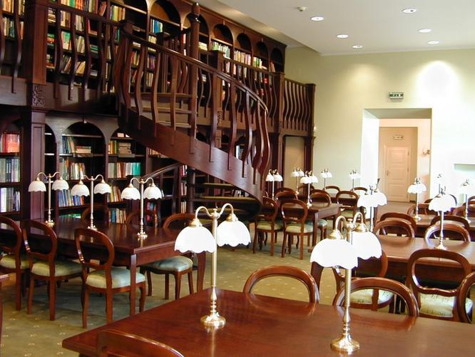 Czytelnia Biblioteki Głównej UMB - By Pharynx, CC BY-SA